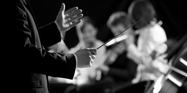 Foto di maestro d'orchestra, tributo ad Ennio Morricone