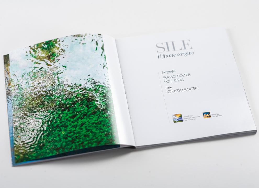 """Impaginazione interna del volume """"Sile il fiume sorgivo"""" firmato da Fulvio Roiter, progetto grafico Holbein & Partners."""
