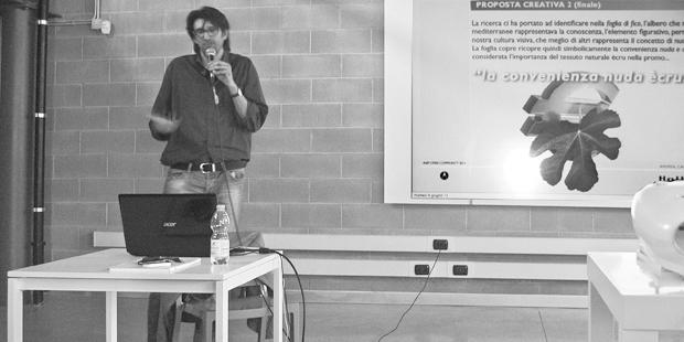 """AIAP OPEN COMMUNITY 2013 / 7-8 Giugno - Milano. Nella foto, Andrea Carnieletto, socio dell'Agenzia di Pubblicità e Web Agency 2.0 Holbein & Partners s.r.l. di Treviso, durante la presentazione del progetto prescelto """"Promozione Maya Naked"""", creata per il brand TWILS, leader nel settore letti Imbottiti."""