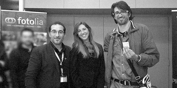 Immagine fotografica dell'evento 2013 Adobe Creative Days Milano - Holbein & P. riceve il premio da Fotolia. Presente Andrea Carnieletto Web Designer H&P Web Agency di Treviso, Belluno, Padova, Pordenone.