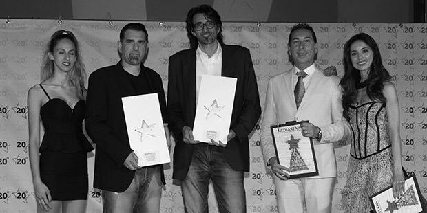 Andrea Carnieletto e Leopoldo Zaffalon che ritirano il premio per Holbein & Partners a Milano